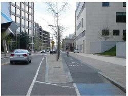 One-way cycle track at MIT in Cambridge, Massachusetts